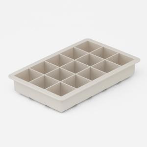 氷が取り出しやすい、シリコーン製の製氷皿です。 15個氷を作ることができます。  ・食器洗い乾燥機使...