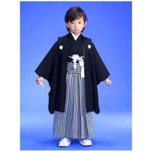 5歳紋付羽織 袴のフルセット  七五三に高級5歳羽織袴のフルセットです 生地には小さな絞が入っていま...