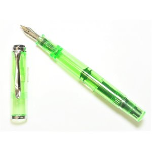 明るい蛍光グリーンの万年筆と 蛍光グリーンインクがセット ペン先はスチールのBB(極太) インクは吸...