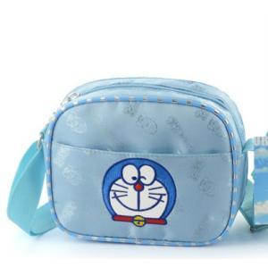 送料無料ショルダーバッグ 【ドラえもん(刺繍)】 摩擦耐えるように加工 防水 軽い 肩掛け紐幅広い為疲れにくい 子供に最適なキッズカバン♪|kikkousisyoppu