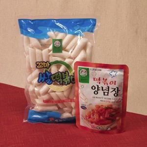 韓国屋台の定番料理、トッポギをご家庭でもいかがですか。餅とタレがセットになっています。韓国ドラマ「冬...