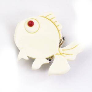 象牙風 高級 帯留め花しおり 着物 帯飾り クリーム色 金魚 78511|kimono-cafe