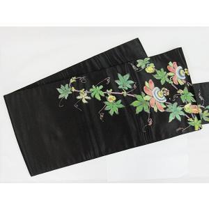 素材:絹100% 緞子 補足: ●リメイク・素材・パーツ● 当店では切売りではなく、着物・帯の状態の...