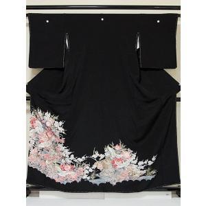 【未使用 仕付け】【黒留袖】正絹一越 比翼(化繊) 刺繍(金駒) 吉祥花牡丹に鶴☆161cm前後の方ベスト【美品】|kimono-maruichi