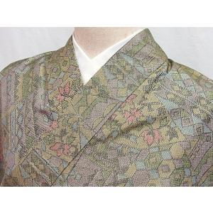 ●さらに!値引きしました30%OFF《大島風 紬》袷着物/仕付けアリ/裂取りに花/152cm★グリーンベージュ【美品】|kimono-maruichi