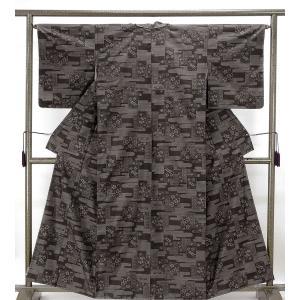 紬 未着用美品 正絹 旗印 横双霞花模様 大島紬 未使用 新古品 着物 kimono-syoukaku
