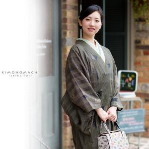 正絹紗の着物衿コートです。程良い透け感で大人なお洒落な雰囲気です。塵よけコートとして通年使えるお色と...