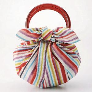 リングを持ち手にして使用するいちごバッグです。   モダンな銘仙を模した風呂敷で、普段のお出掛けやプ...