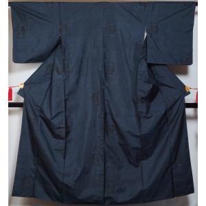 大島紬 亀甲に槍梅模様 9マルキ 濃藍色 正絹 着物 紬 大島 紬 送料無料 中古 紬 紬の着物 リサイクル着物 リサイクル紬 正絹|kimonotenyou