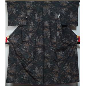 紬 渓流模様 黒色 正絹 着物 送料無料 中古 紬 紬の着物 リサイクル着物 リサイクル紬 正絹|kimonotenyou