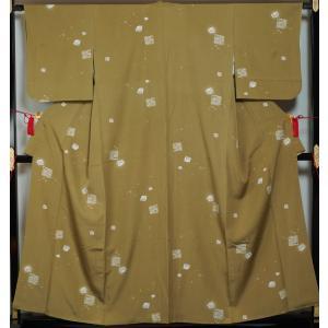 小紋 広巾 サイズ 切れ箔模様 利休茶色 ちりめん 送料無料 中古 広幅 巾広 幅広 小紋 リサイクル着物 正絹 踊り着物 普段着物 練習用着物 お稽古用着物 踊り|kimonotenyou