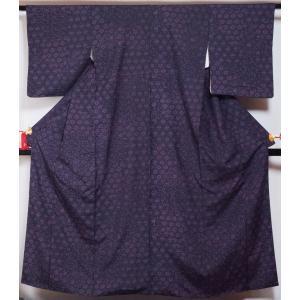 紬 唐花模様 深紫色 正絹 着物 中古 紬の着物 リサイクル着物 リサイクル紬 正絹 はぎれ つむぎ tumugi 紬地 紬 カジュアル|kimonotenyou
