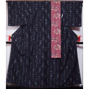 着物セット 琉球かすり 小袋帯 2点 セット 琉球絣模様 濃紺色系 正絹 着物 紬 半幅帯 送料無料 中古 着物 リサイクル着物 リサイクル紬 正絹 つむぎ カジュアル|kimonotenyou