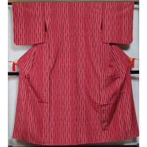 単衣 着物 紬 立涌模様 濃紅色 正絹 着物 紬 単衣着物 中古 紬の着物 リサイクル着物 リサイクル紬 正絹 つむぎ 紬 カジュアル kimonotenyou