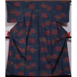 紬 未使用品 椿模様 濃紺色 中古 紬の着物 リサイクル着物 リサイクル紬 正絹 つむぎ tumug...