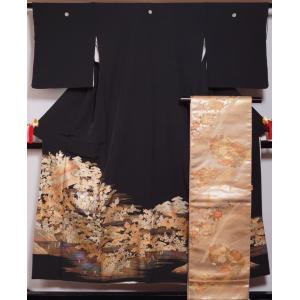 着物セット 黒留袖・袋帯 2点 セット お屋敷・春秋庭園模様 丸に五三の桐紋 金彩 送料無料 中古 リサイクル着物 黒とめそで 黒留め袖 留め袖 結婚式 帯 留袖|kimonotenyou