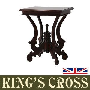 マホガニー材を使用して作られた英国アンティーク調のテーブル。落ち着いた大人の空間をつくるのにピッタリ...