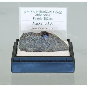 鉄ばん柘榴石  (アルマンディン) 母岩付  MM149|kinokuniya