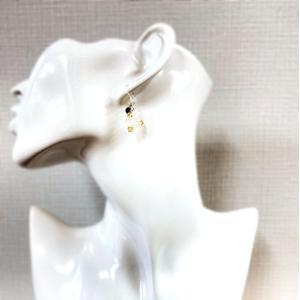 樹脂素材 フックピアス 雪の結晶 ストーン オリジナル 1点物|kira-bsmile