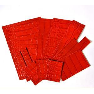 クロコ型押し 革ハギレ 赤 お得なランダムアソートセットです。  クロコ型押しの牛革ハギレ等を袋詰...