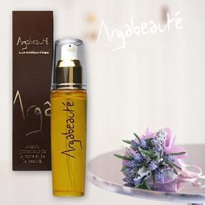 モロッコ産高級ローズオイルも加えたアルガボーテ エステティック オイルは、100%天然由来成分のみで...