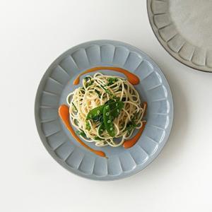 グレー しのぎ 花プレート 23cm おしゃれ カフェ食器 大皿 パスタ皿 ワンプレート ランチプレート 洋食器 和食器 北欧 美濃焼 kitchengoods-bell