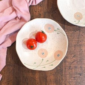 商品詳細情報 かわいいたんぽぽの絵が素敵と人気の楕円深皿。 職人さんの手作業で絵柄を施しているため1...