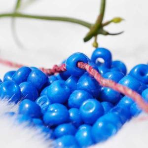 ガラスビーズ 豆ビーズ4mm×2mm ブルー 【嬉しい一個売り】 ネパール製 ハンドクラフト 手芸用
