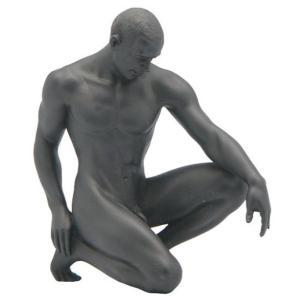 しゃがむ男性 ヌード 立膝 マットブラック 置物 フィギュア