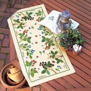 オリムパス 刺繍キット 青木和子 テーブルセンター ベリー&ベリー 【刺繍キット】|ko-da
