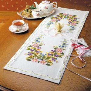 オリムパス 刺繍キット オノエ・メグミ ワイルドローズのテーブルセンター 【刺繍キット】|ko-da