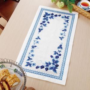 オリムパス 刺繍キット オノエ・メグミ テーブルセンター ブルーストロベリー 【刺繍キット】|ko-da