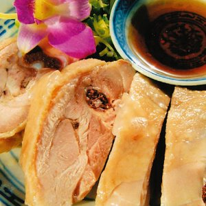 特製タレとのバランスが絶妙!国産鶏使用!台湾蒸し鶏 kobecyuka