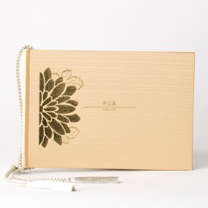 華やかな結婚式に使える美しい芳名帳が誕生しました。  コンセプトは「和洋折衷」として、和風でありつつ...
