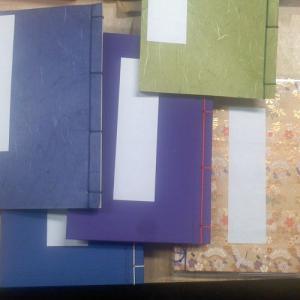 表紙は山根紙やクロス上製本など。色はいくつかありますがランダム発送となりお客様ご選択はできません、お...