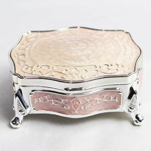 置物自体がジュエリーボックス&小物入れになり鮮やかな色や形でインテリアとしてもOKです。一つ...