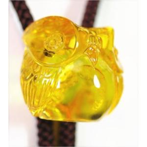 バルト琥珀グリッター入りコニャック色ループタイ(小型、梟の彫刻)