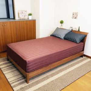 送料無料 ボックスシーツ サテンストライプ セミシングル ブラウン 綿100% なめらかな肌ざわり 全周ゴム付き|koki-mattress