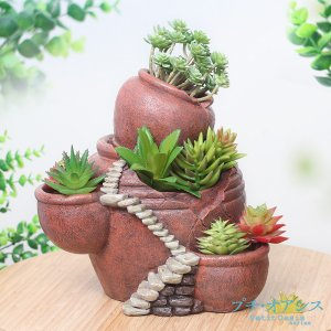今流行の多肉植物の寄せ植えにぴったりの、おしゃれなポリ製植木鉢。  ●商品情報 可愛い松ぼっくりから...