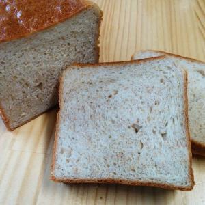 小麦粉を作る際に取り除かれる''ふすま''を使用した食パンです。 ふすまには食物繊維、鉄分、カルシウ...