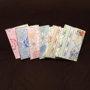 落ち着いた色合いで可愛い花柄が描かれたシンプルなデザインの敷布団カバーです。 国内で安全に染色した生...