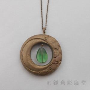 鎌倉彫 ネックレス 円 月に桜(錫粉蒔)|koudou