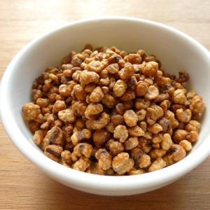 ヨクイニンとは、ハトムギの種皮を取り除いた種子のこと。当店のヨクイニンは焙煎しカリッとした食感に仕上...
