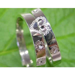 プラチナ 結婚指輪【本物の鍛造】ハートをミル打ちで囲んだ可愛いデザイン&指輪を重ねるとハートに|kouki|03