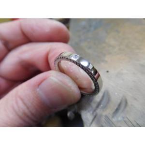 プラチナ結婚指輪(鍛造&彫金)光沢 ダイヤ入り 側面にミル打ち|kouki|05