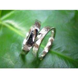 プラチナ結婚指輪(鍛造&彫金)光沢 槌目&打ち出し 平打ちハート彫り|kouki
