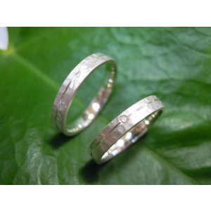 プラチナ結婚指輪(鍛造&彫金)マット 槌目&打ち出し 平打ちダイヤ入り|kouki