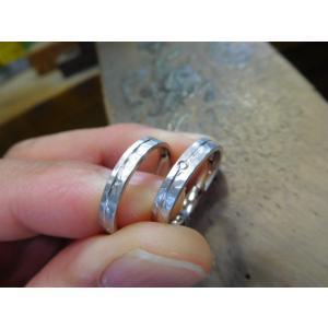プラチナ結婚指輪(鍛造&彫金)マット 槌目&打ち出し 平打ちダイヤ入り|kouki|03