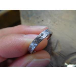 プラチナ結婚指輪(鍛造&彫金)マット 槌目&打ち出し 平打ちダイヤ入り|kouki|05