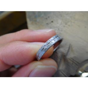 プラチナ結婚指輪(鍛造&彫金)マット 槌目&打ち出し 平打ちダイヤ入り|kouki|06
